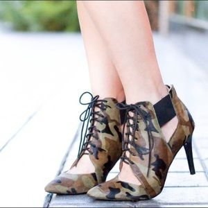 "Banana Republic "" Daphne"" Camo Booties"